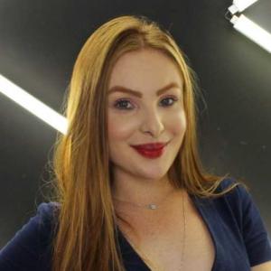 """Amanda Pczbiowski  <i class=""""fab fa-linkedin""""></i>"""