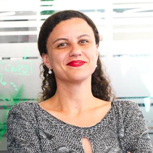 """Sabrina Cunha <i class=""""fab fa-linkedin""""></i>"""